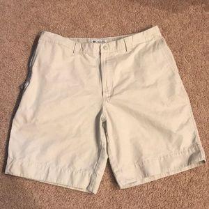 Columbia Khaki Shorts Sz 38